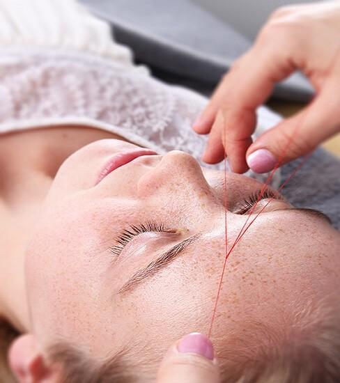 Haarentfernung mit Fadentechnik