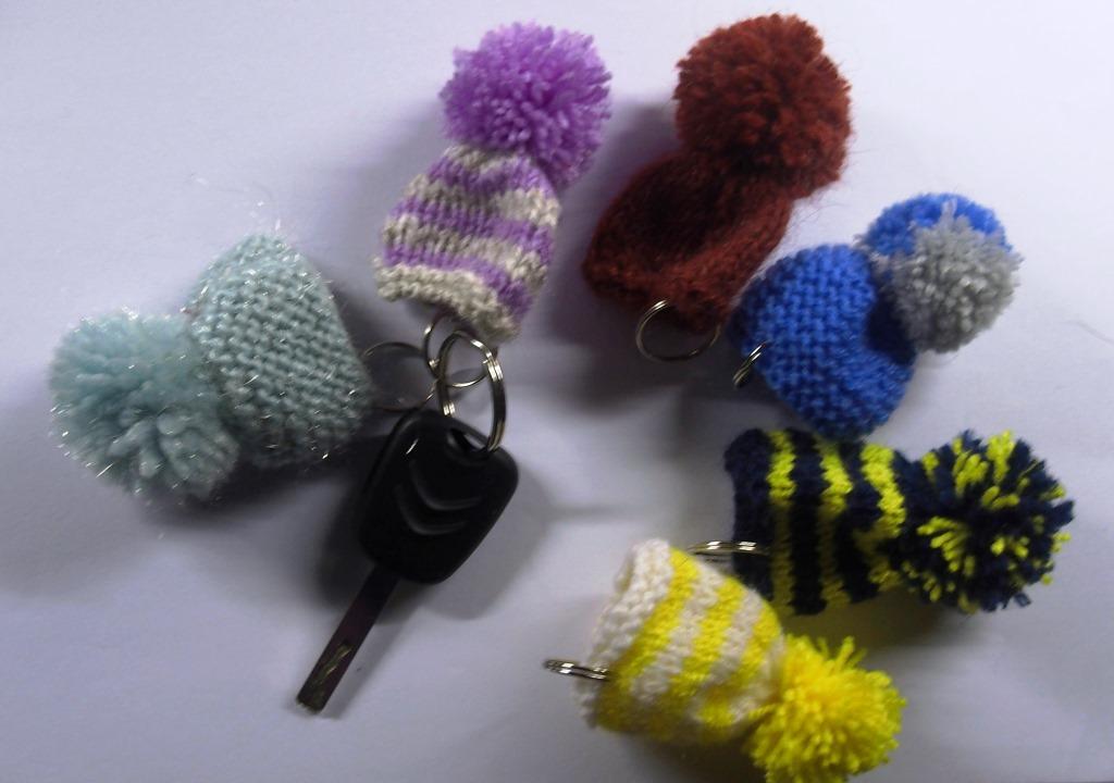 hiver 2015/16: 60 bonnets porte-clés vendus à 2€ pièce.
