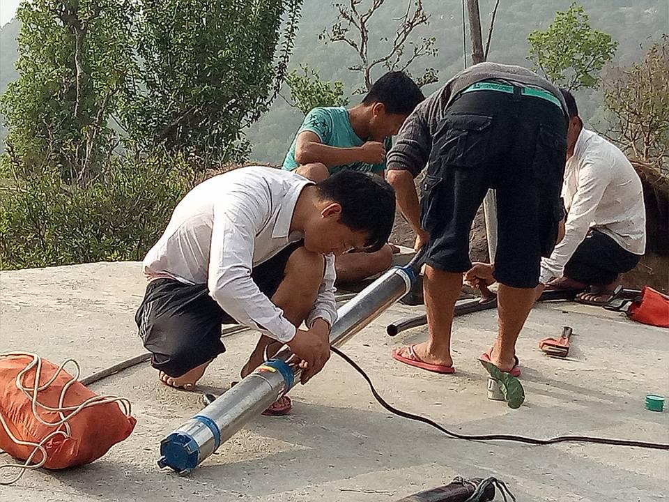 2018 avril Raccordement des 2 réservoirs (haut et bas du village), et installation des équipement pour rendre le système opérationnel .