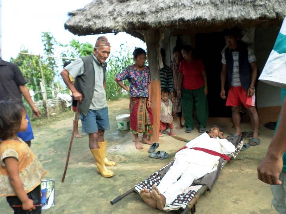 Transport de malade jusqu'au village voisin  (1heure)