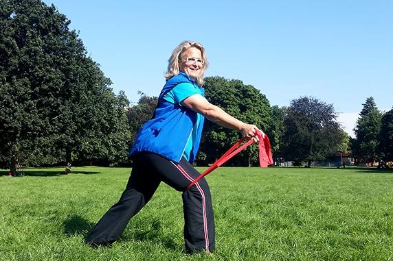 Outdoor Gymnastik mit Stephanie Martin bringt Spaß und Bewegung in Ihr Leben