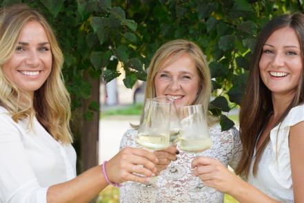 "Das Team hinter der ""Anbandlerei"" v.l.n.r.: Teresa Hummelbrunner, Claudia Hummelbrunner und Andjela Filipovic."