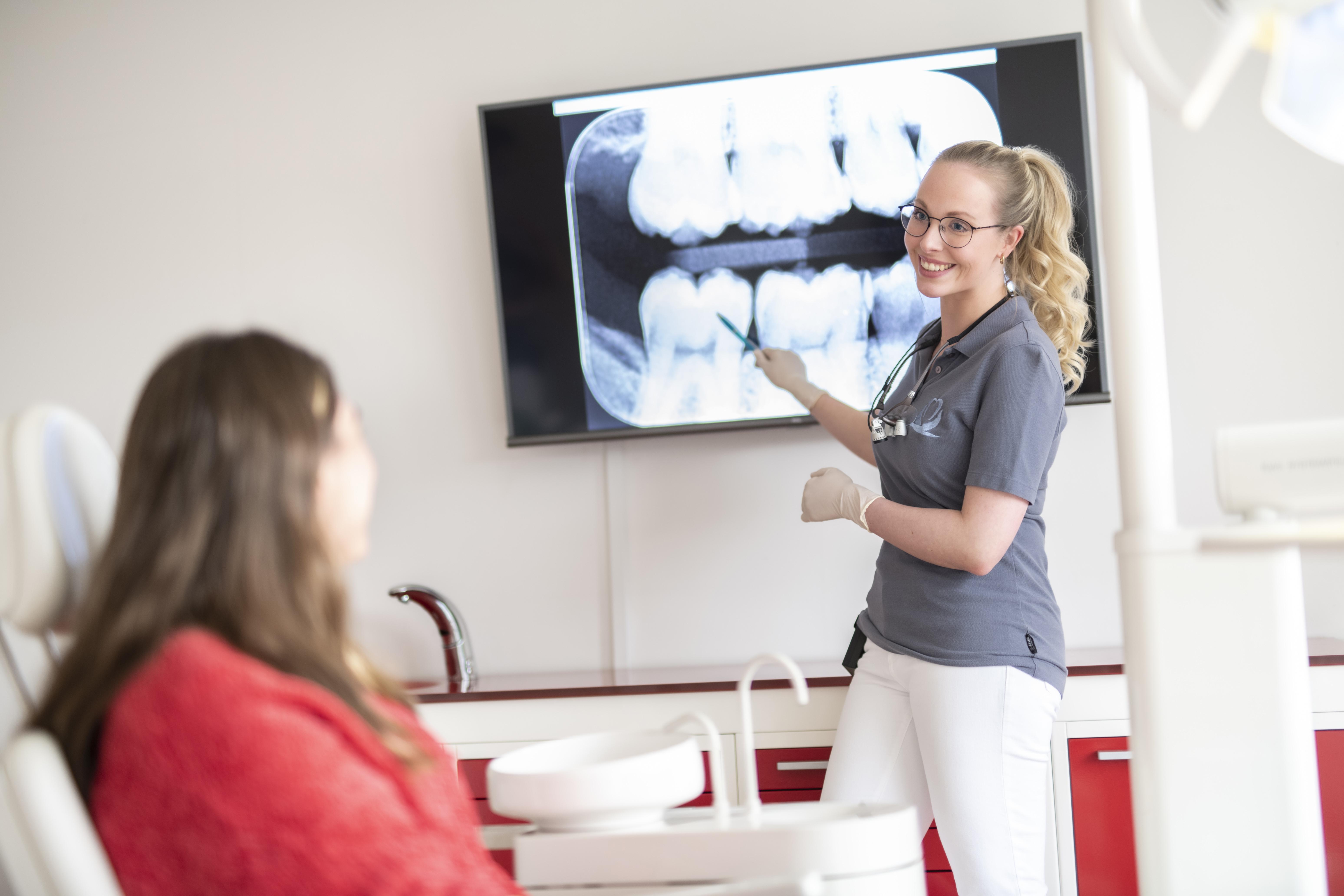 Beartungsgespräch beim Zahnarzt