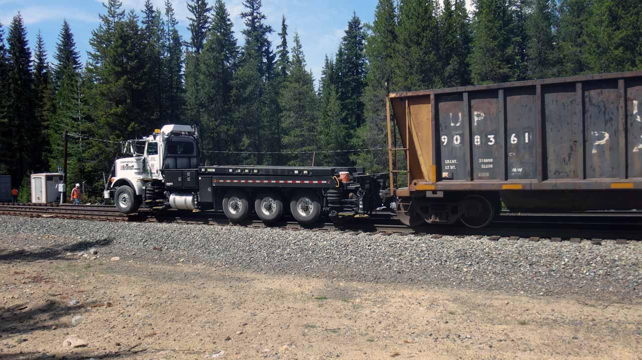 Camion adapté aux rails