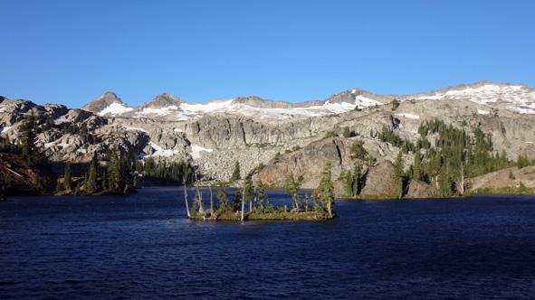 Lac de montagne dans le Sierra Nevada