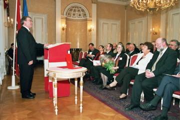 Verleihung des grossen silbernen Ehrenzeichens mit Stern der Republik Österreich