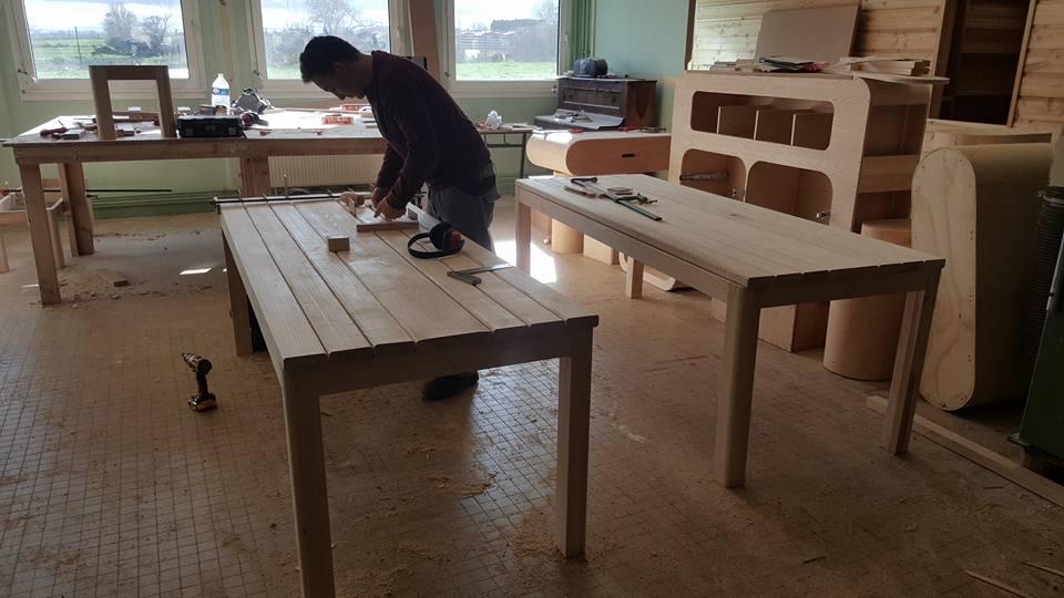 Fabrication de tables en frênes par les élèves de 2e année