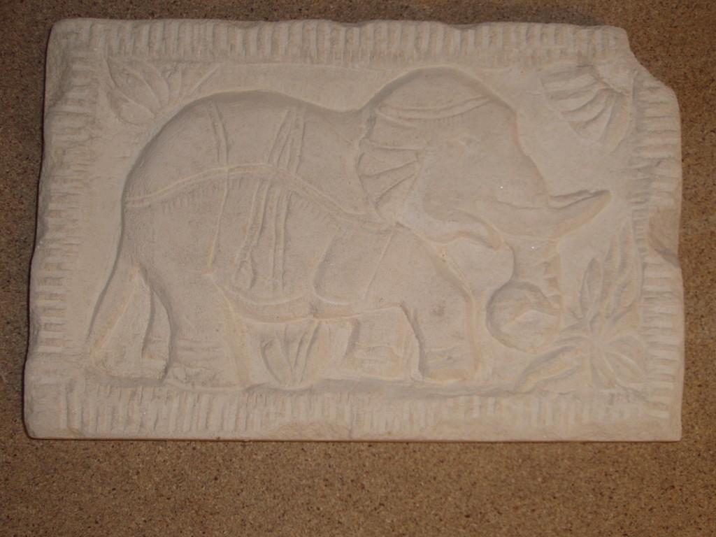 Bas relief éléphant - Calcaire