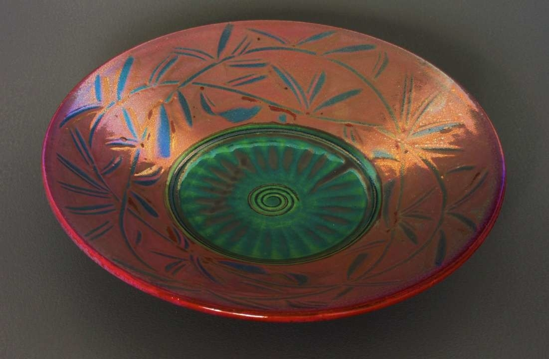 Small 9''dish. Slipware-lustre. Rose/green. SOLD