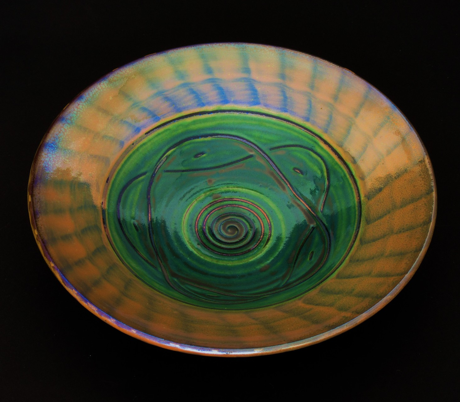 Hakeme (flat brush applied) slipware-lustre. Green in well. SOLD