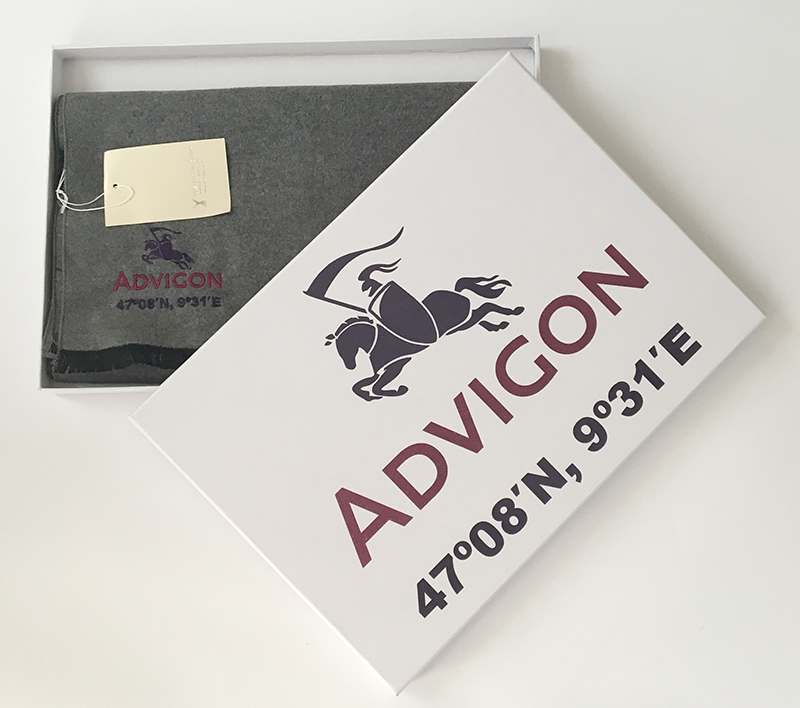 Advigon, Seidenschal & Verpackung