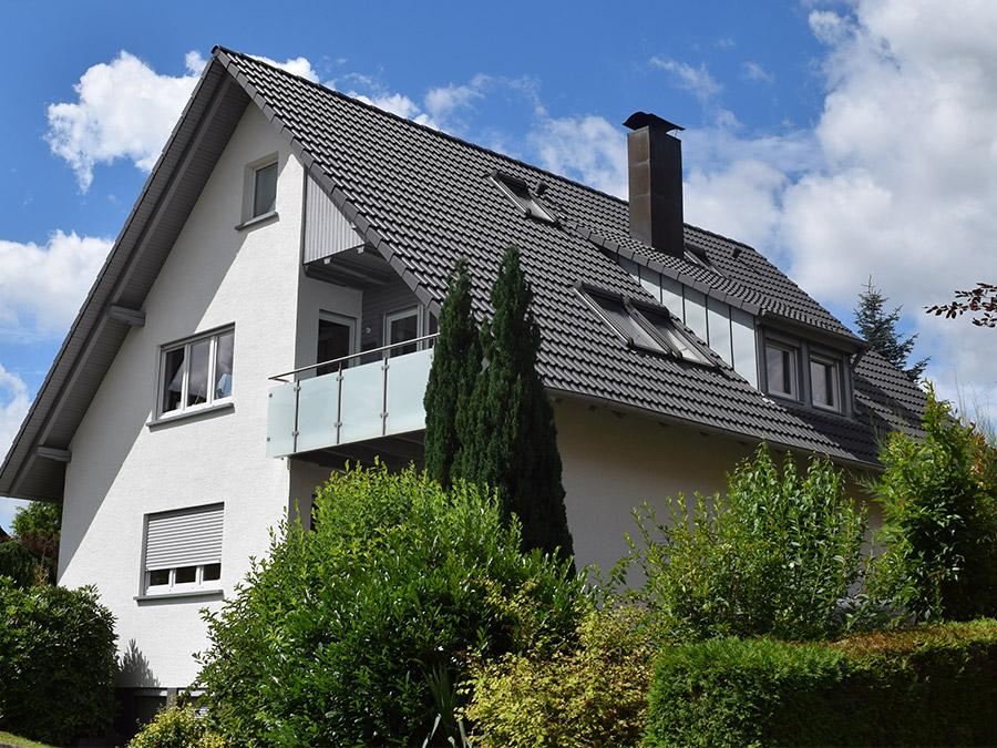 Satteldach mit Betonziegeleindeckung