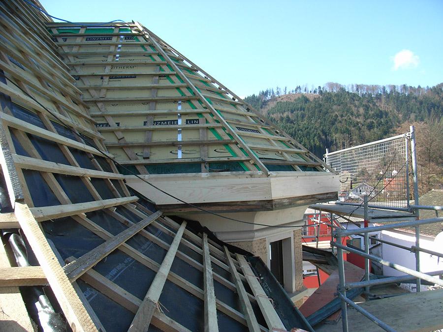 Aufsparrendämmung mit PU-Schaumplatten, Dacheindeckung mit Falzbiber