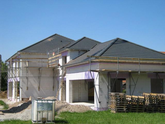 Zeltdach mit Flachziegeleindeckung