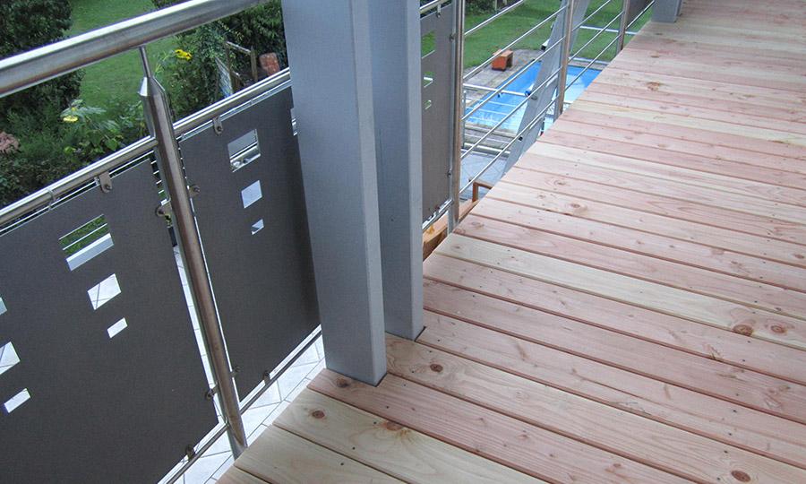 Douglasienbelag auf Balkonstahlkonstruktion