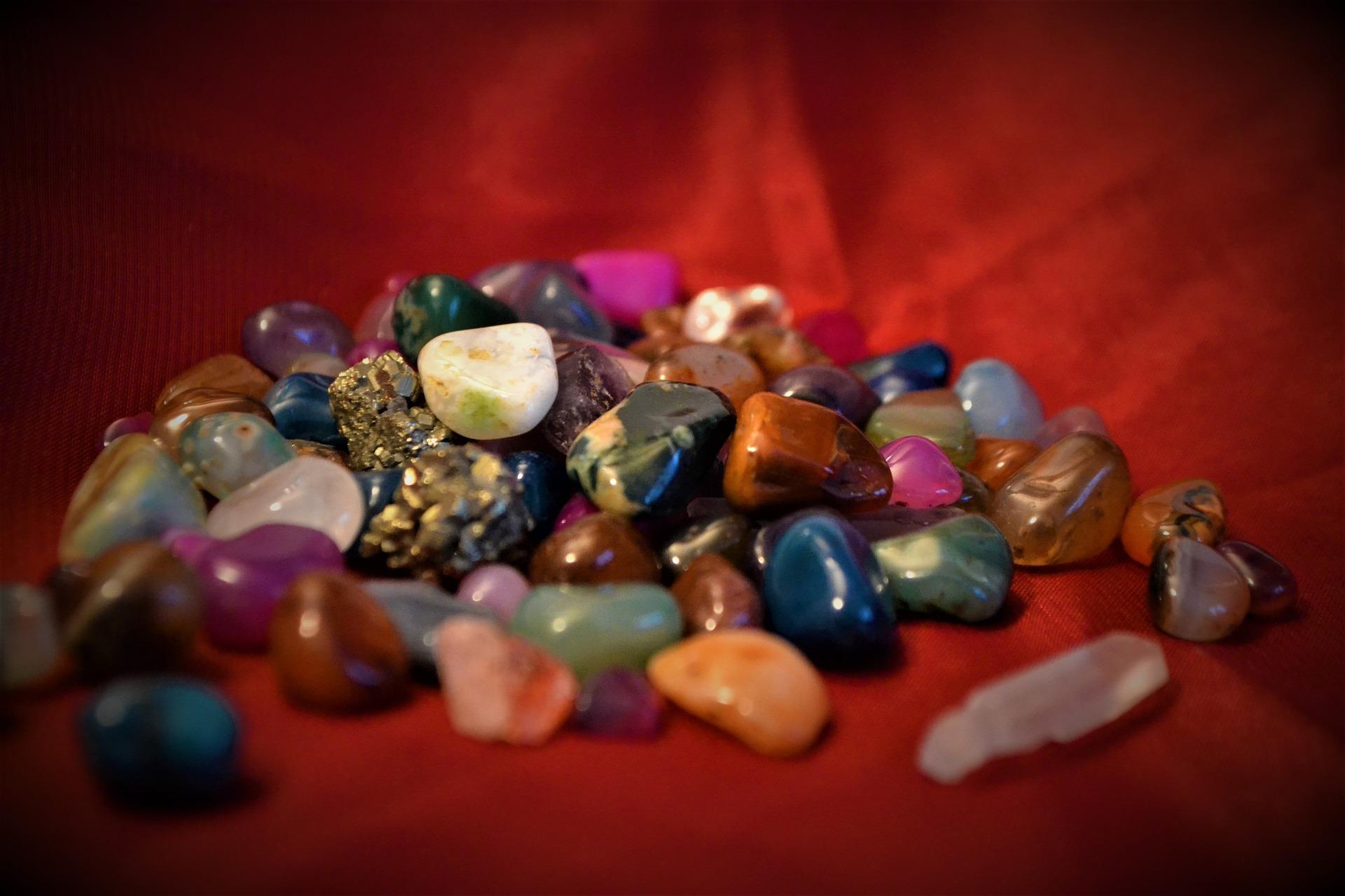 Eigenschaften und Wirkung von Heilsteinen nach Farben