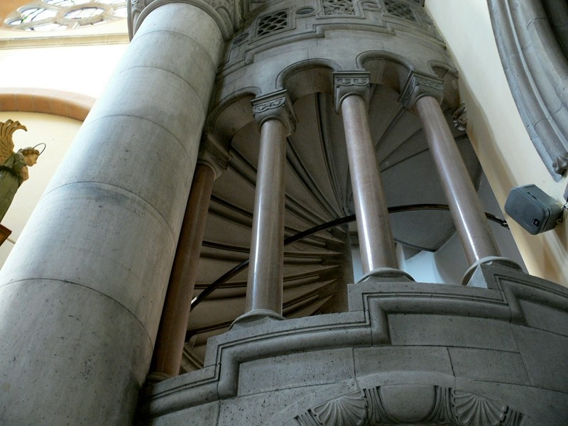 Stiegenunteransicht Franz von Assisi-Kirche am Mexikoplatz