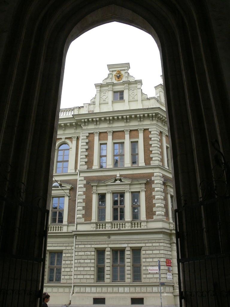 Blick aus dem Tor der Jakobskirche FZ30