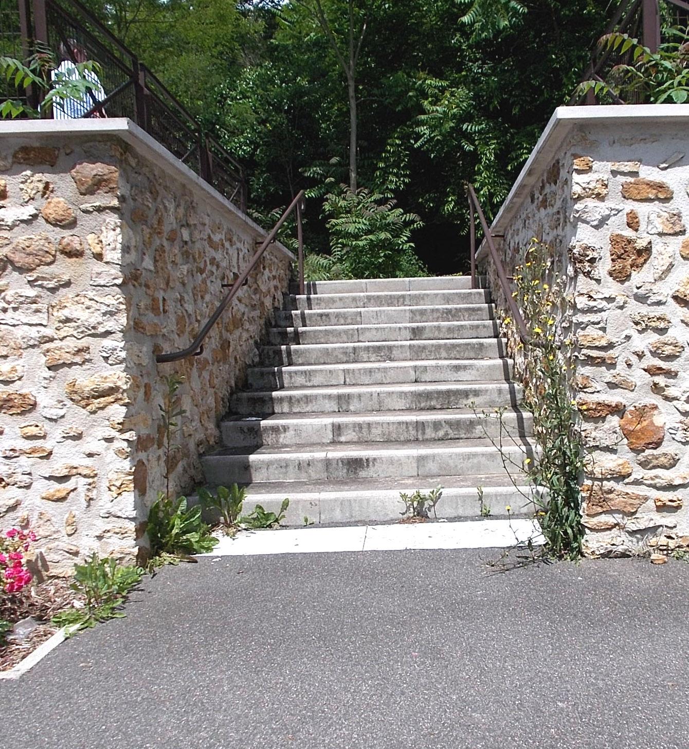 Fontainebleau 77300 Bande d'éveil et de vigilance mal placée elle est en bas au lieu d'être en haut