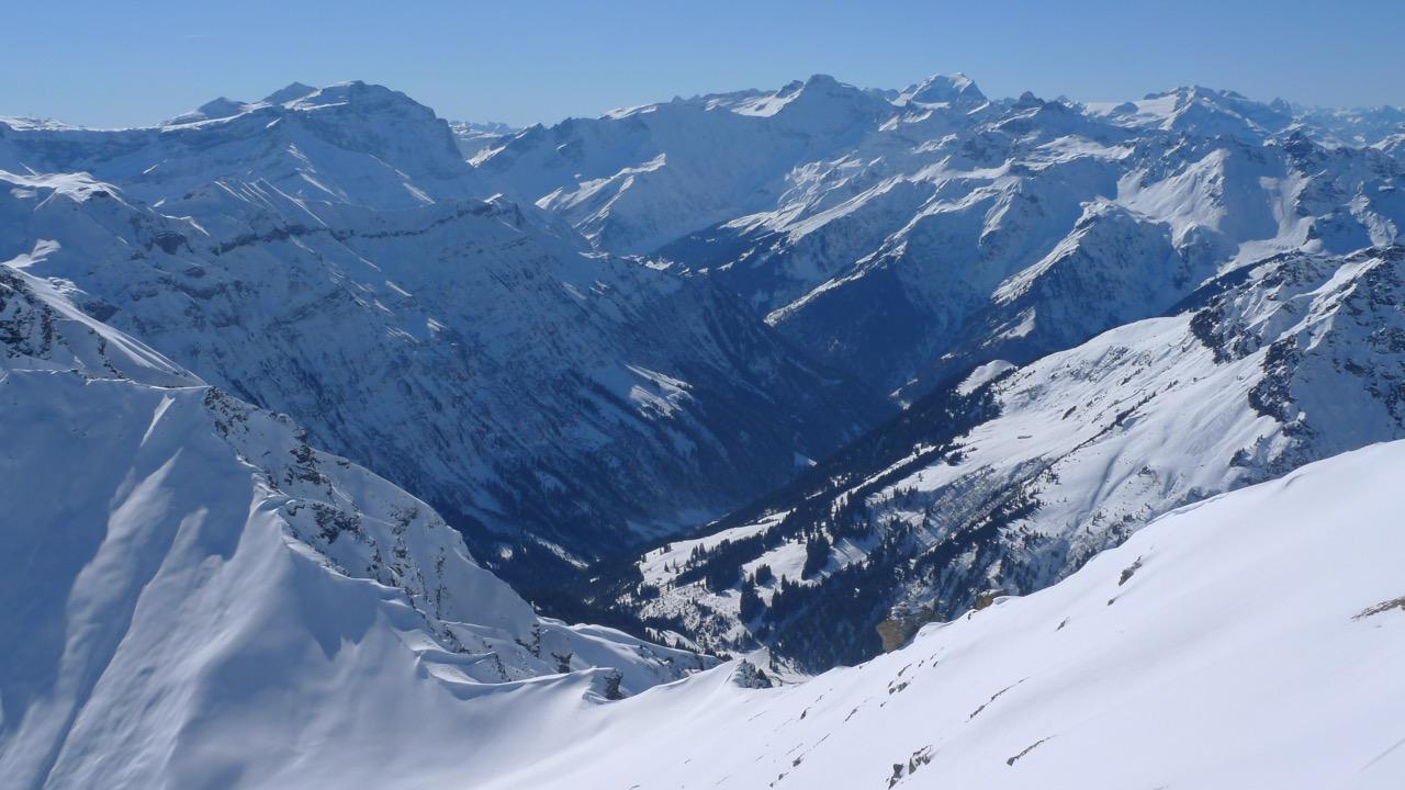 Blick vom Gipfel des Wissgandstöcklis ins Glarner Chrauchtal
