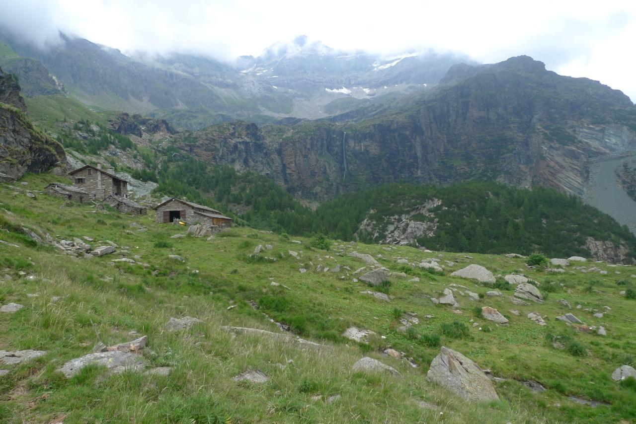 Alpe Fora im Aufstieg zum Rifugio Longoni