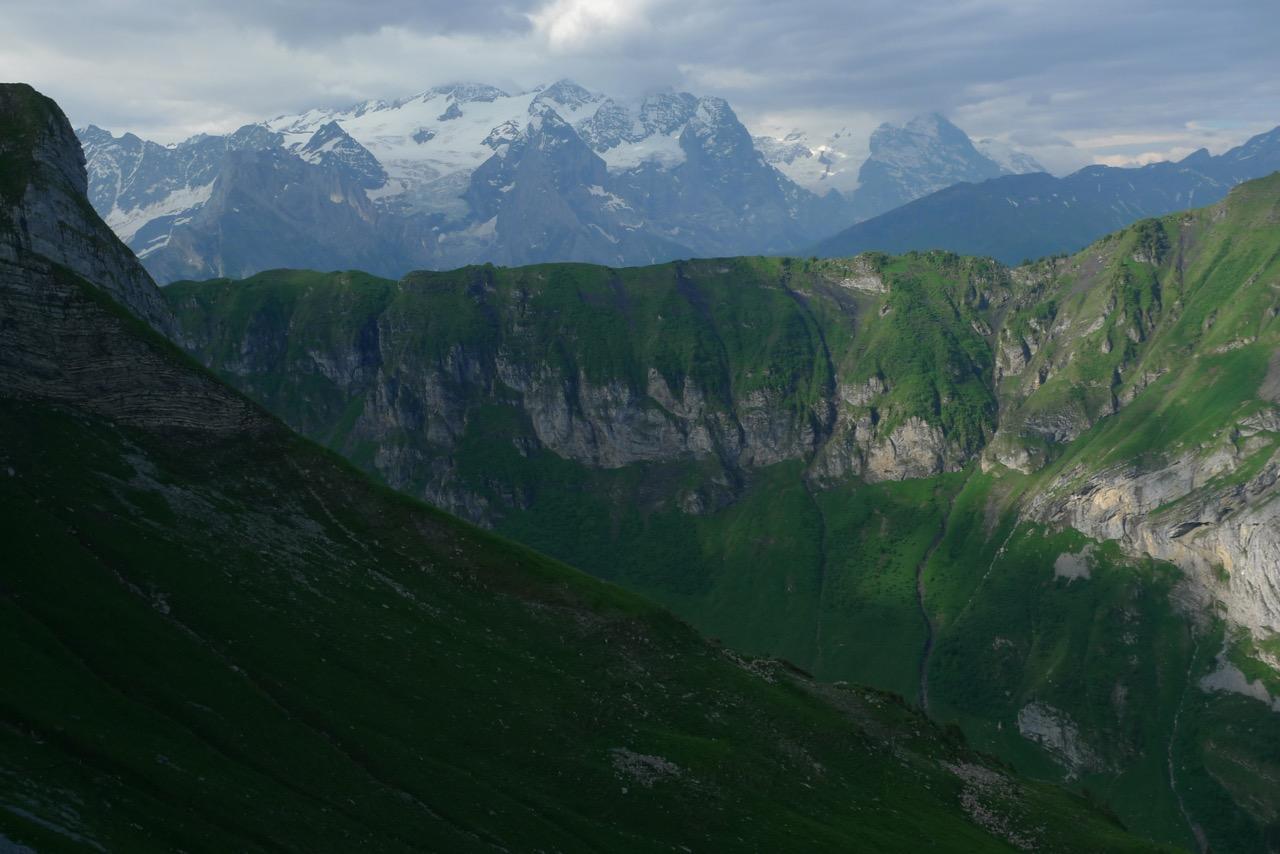 Berner Alpen in den Wolken