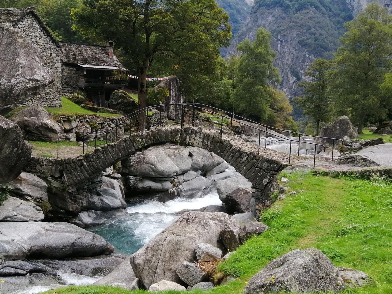 Steinbrücke bei Puntid, oberhalb Foroglio