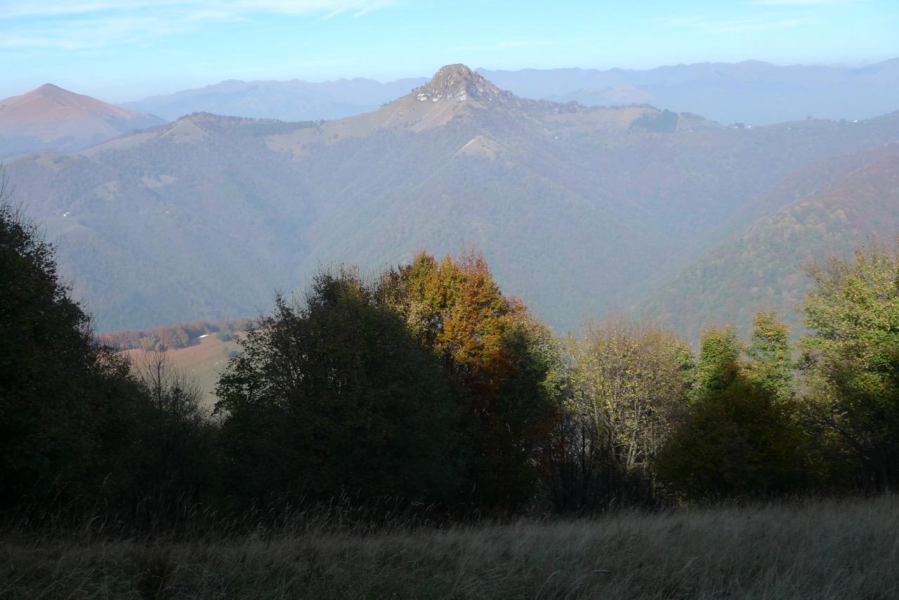 Ausblick zum Felsgipfel des Sasso Gordona