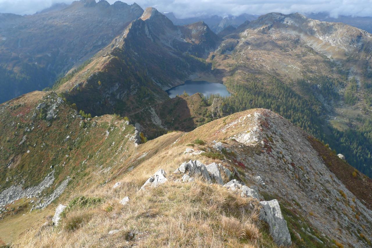 Blick vom Gipfel des Cramalina zum Lago d'Alzasca