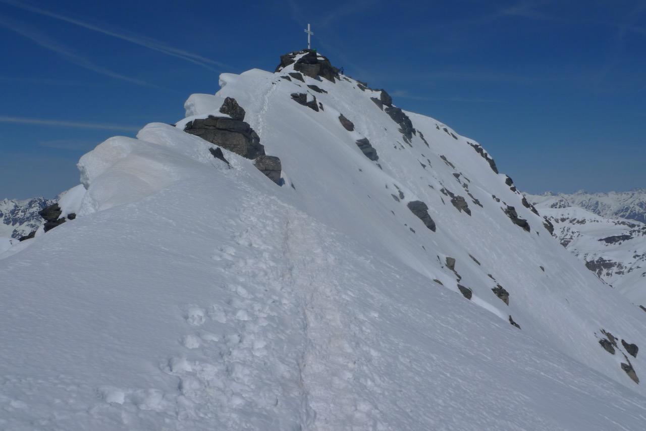 Der Gipfelgrat kurz vor dem Gipfelkreuz