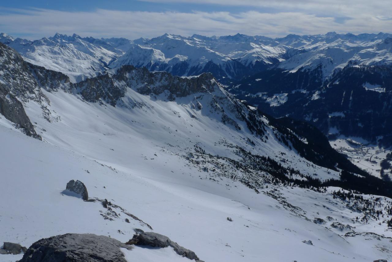 Ausblick vom Gipfel ins Prättigau