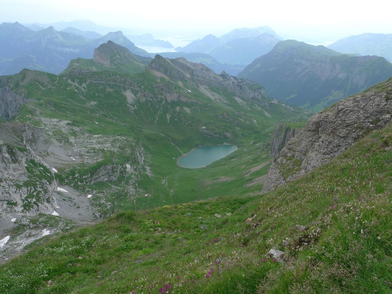 Beim Abstieg vom Rossstock, unten der Spilauersee