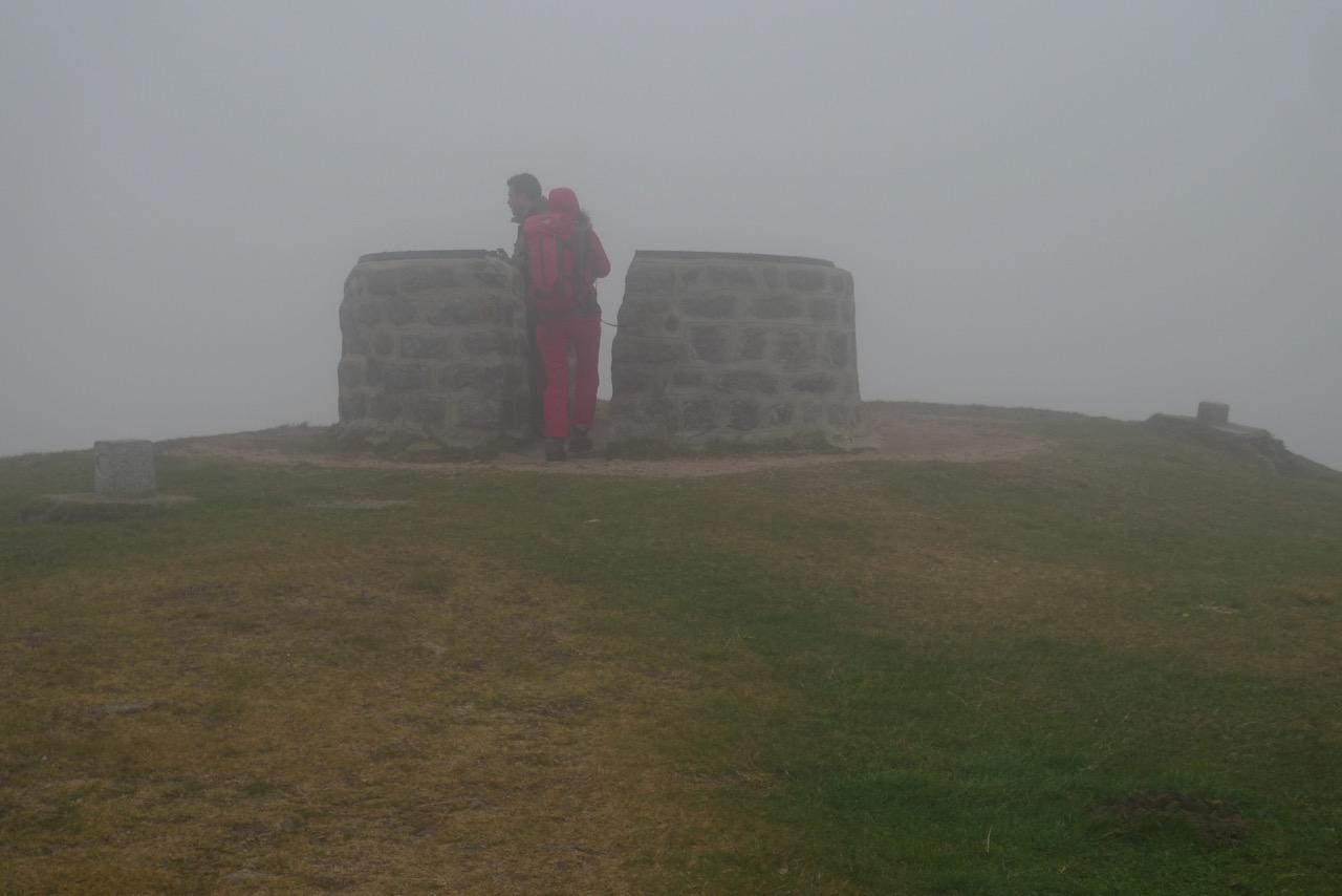 Nebliger und windiger Gipfel des Drumont