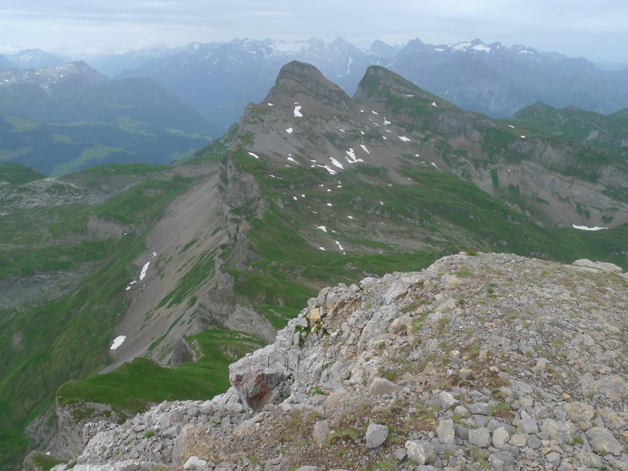 Blick vom Gipfel des Chaiserstocks zum Fulen und Rossstock