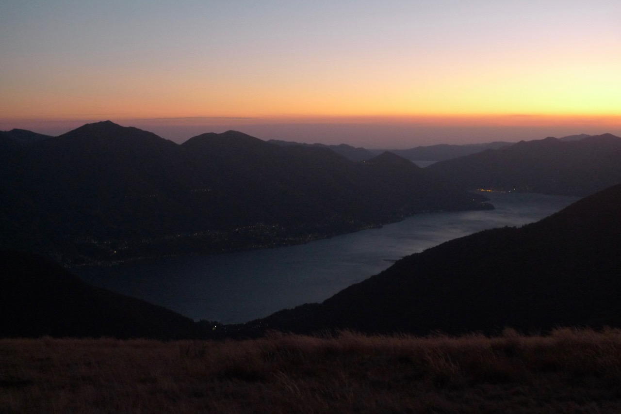 Abendhimmel über dem Lago Maggiore