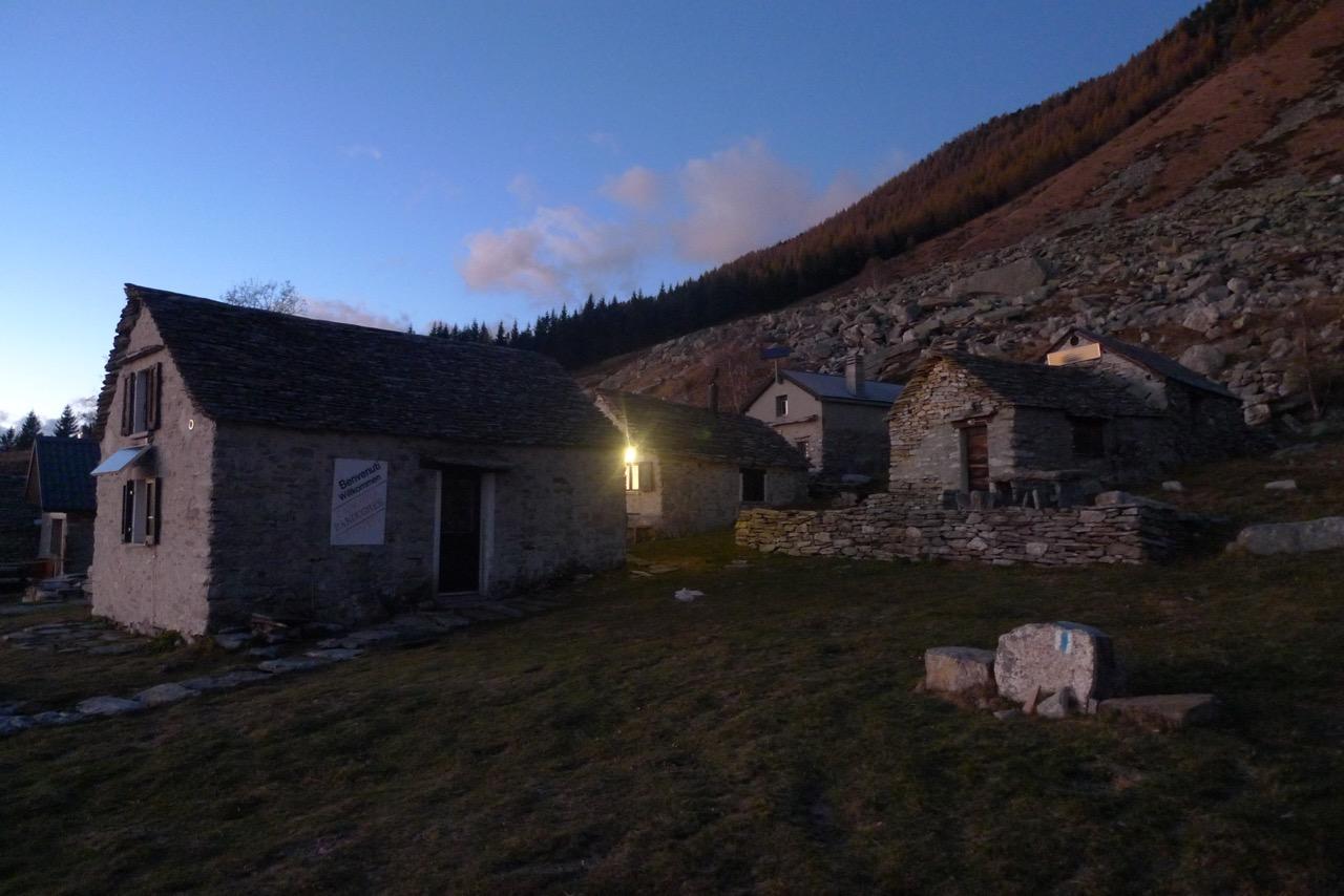 Die Hütten von Bardughè im Abendlicht