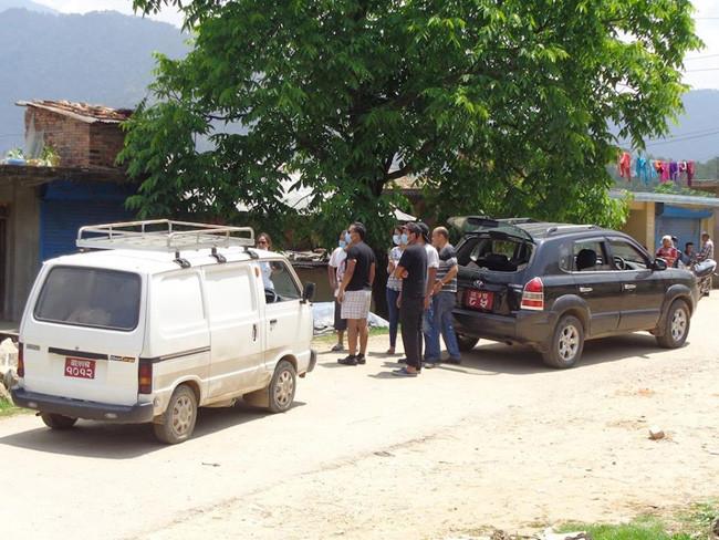 帽子工場の車を使い従業員の安否&近況確認、食料支援をしています。
