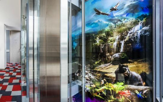 "Mural en 3D ""COLOMBIA"" para ascensor panorámico de 26 x 4.5 metros by @rafaelespitia. Hotel Black Tower Premium Bogota, Colombia."