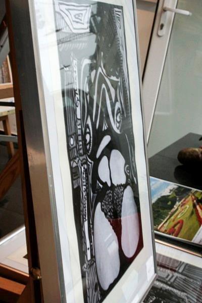 """""""Akt 1"""" in der Auslage der Galerie"""
