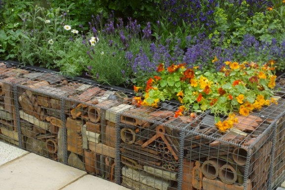 Services and diy tips to terrace and level a sloping for Garden design level 3