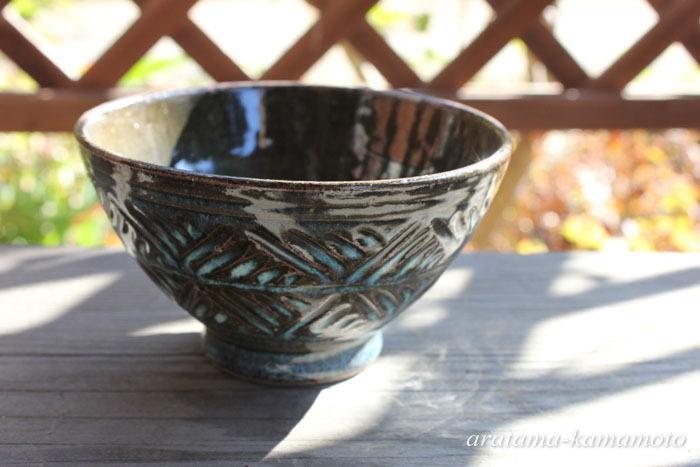 しのぎのお碗。 粘土をしのぎ落とす事によって器が軽く使いやすくなり、見た目も鮮やかですよ。おすすめ!