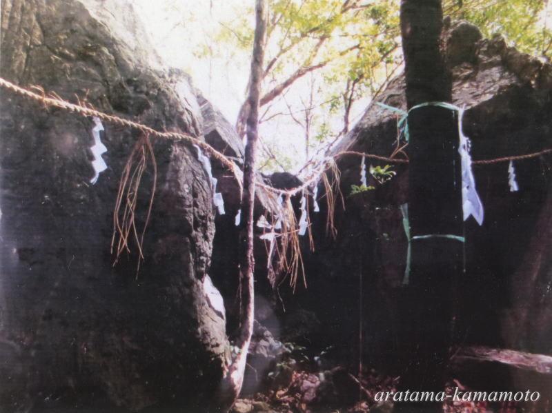 木葉山に昔より夫婦岩という巨岩があります。