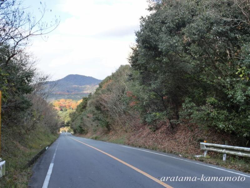 季節感(自然味)のある荒尾・玉名を結ぶ広域農道沿いにあります。