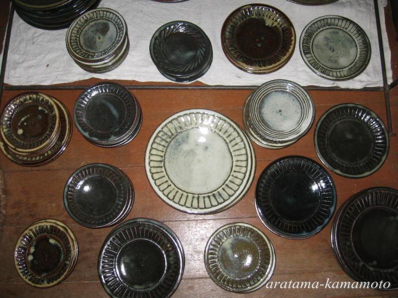 春と秋の窯開き以外は室内で展示販売しています。