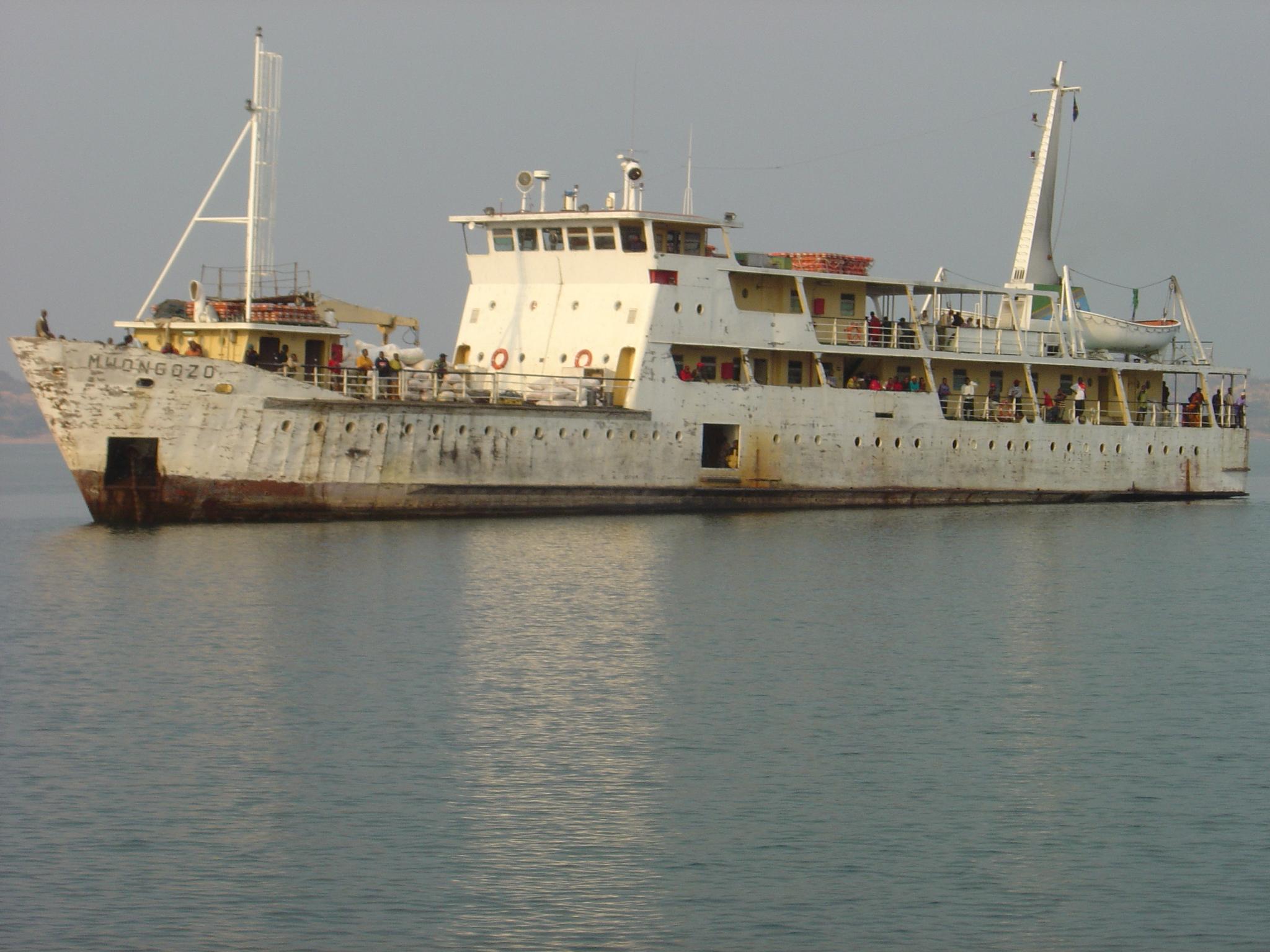 Passagier und Frachtschiff Mwongozo