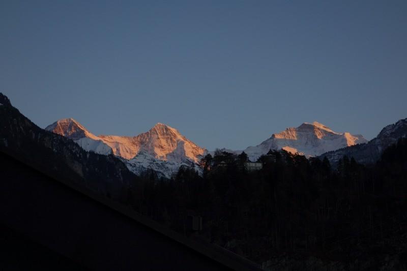 Eiger. Mönch und Jungfrau von Interlaken aus gesehen.