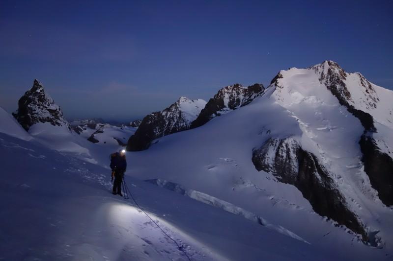 Unterwegs an der Bellavista, im Hintergrund Piz Bernina.