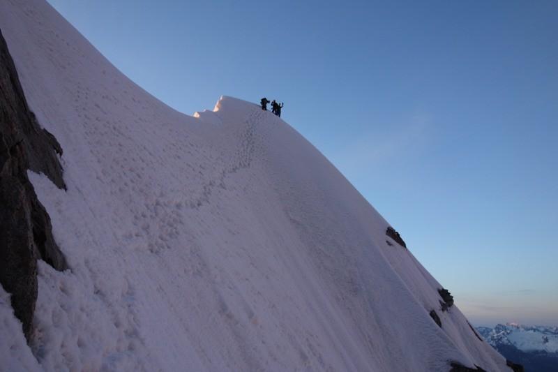 Am Kuffnergrat hoch zum Mont Maudit.