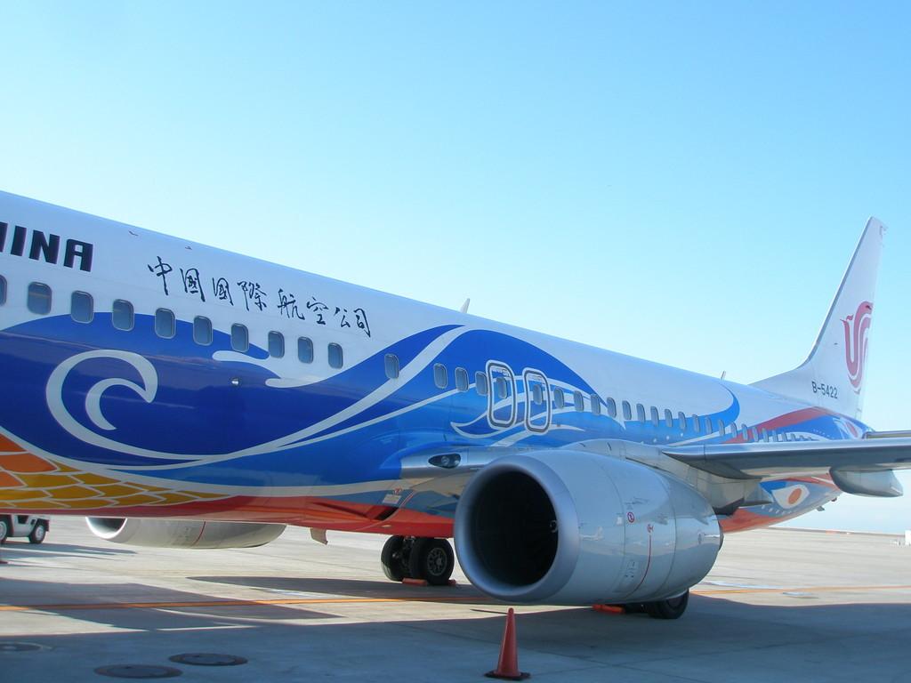 中国の旅客機も最近はカラフルになりました。20年前はアントノフというソ連製が主流でした。