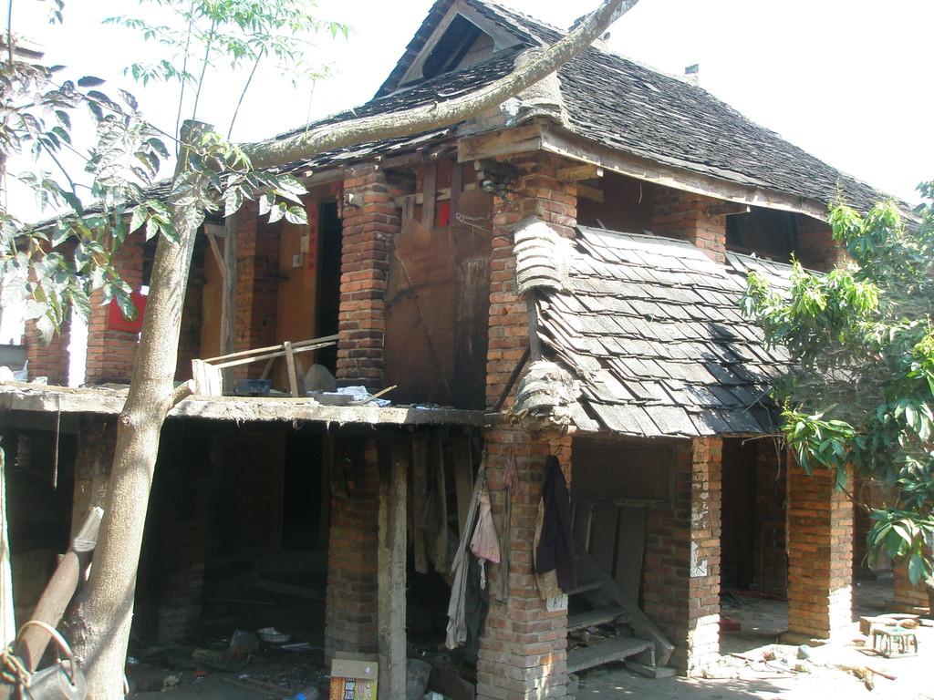 伝統的なタイ族のお宅です。一階部分は牛や豚が飼われています。